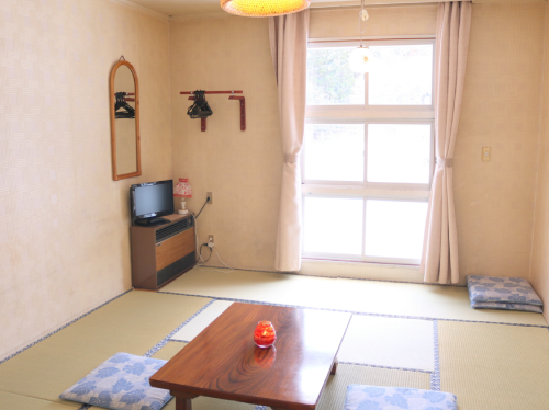 Japanese-Style Standard Room with Shared Bathroom (3-5 people)